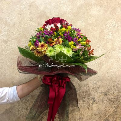 دسته گل با گلهای فصلی